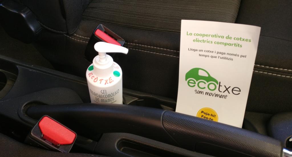A l'interior de cada Ecotxe trobaràs gel hidroalcohòlic i guants d'un sol ús.